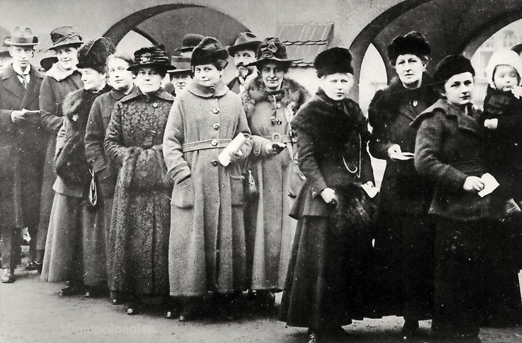 Vor 100 Jahren durften die Frauen in Deutschland erstmals wählen – doch nach wie vor sind Frauen in politischen Gremien unterrepräsentiert. Foto:dpa Foto: