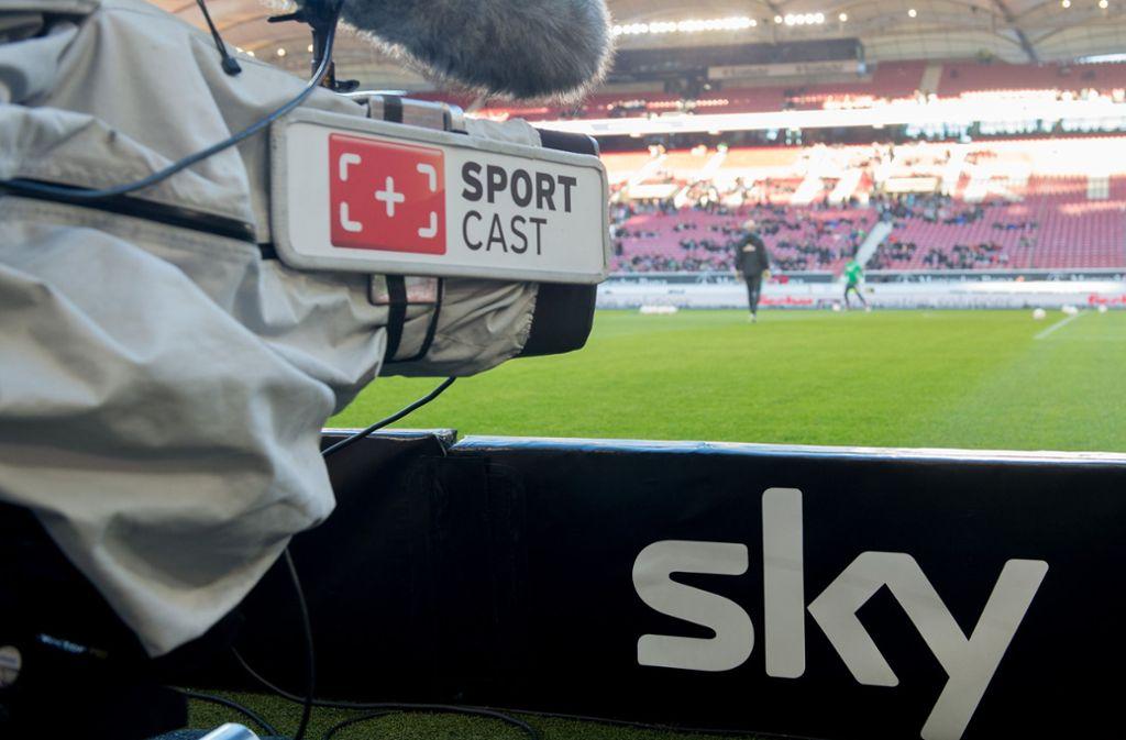Fans des VfB Stuttgart müssen sich in der zweiten Liga auf ein anderes Sky-Konzept einstellen. Foto: dpa