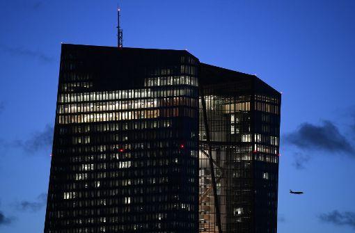 EZB lässt Zinsen unverändert