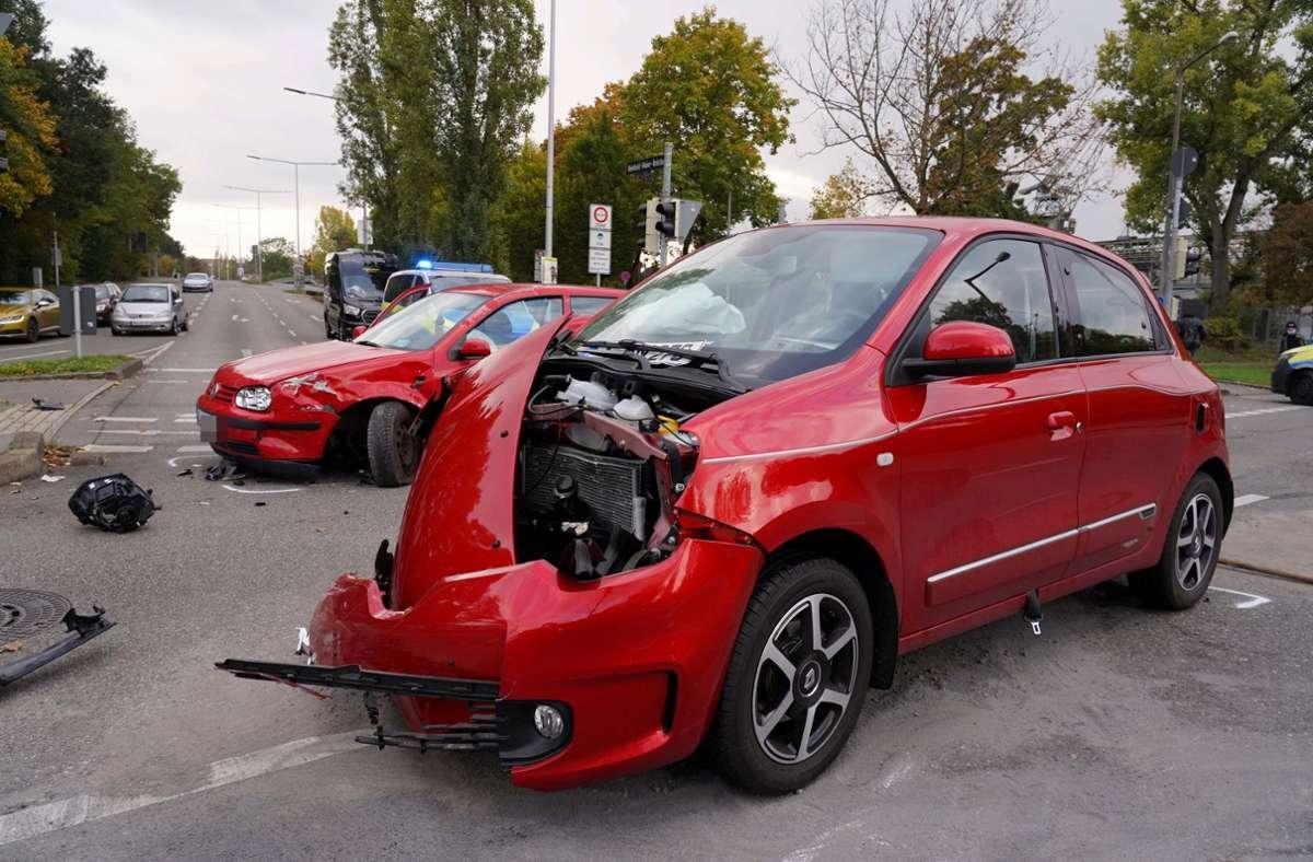 Auslöser des Unfalls war nach ersten Einschätzungen der Polizei eine missachtete rote Ampel. Foto: Andreas Rosar/Fotoagentur-Stuttg