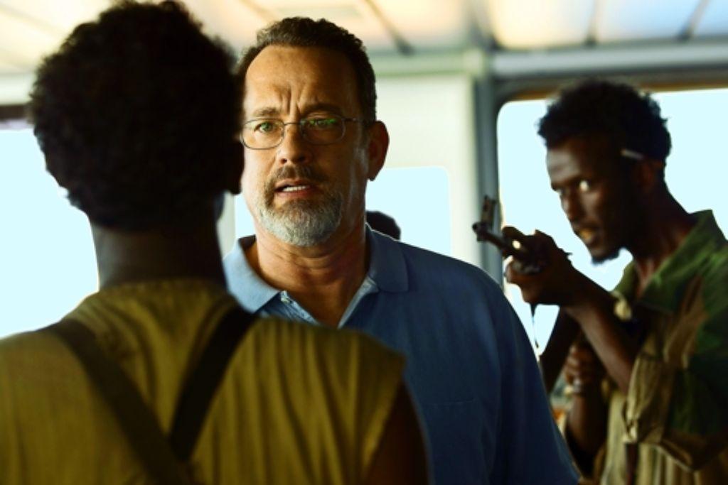 Der wie immer souveräne Schauspieler Tom Hanks (Mitte) vermittelt die Anspannung, die Angst und die Stärke von Captain Phillips. Foto: Verleih