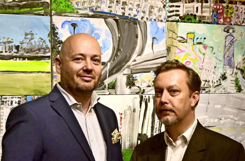 Boris Kerenski (links) und Stefan Renner, die   die neue Katalogedition Kunstblicke des Geislinger Kunst- und Geschichtsvereins herausgeben, haben die Erstausgabe Ulrich Klieber gewidmet. Foto: privat