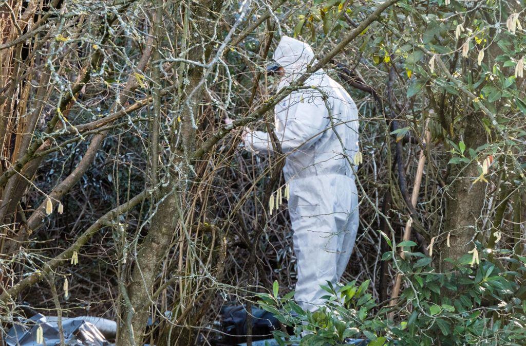 In einem Gebüsch an der Rems wurde die tote Frau sechs tage nach ihrem Verschwinden gefunden. Foto: dpa/Benjamin Beytekin