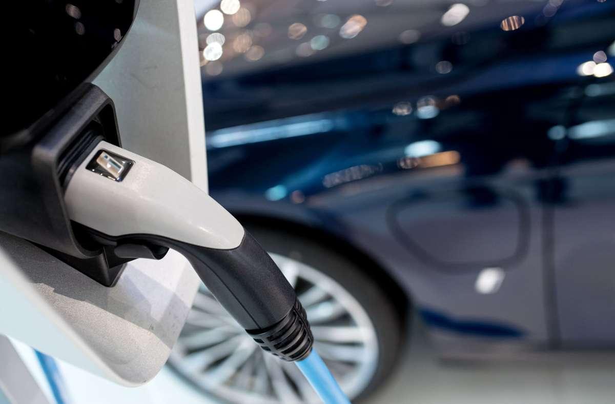 Als aktuellen Hauptgrund für den PS-Zugewinn sieht Studienleiter Ferdinand Dudenhöffer den Markttrend zu Elektrofahrzeugen und Hybridmodellen. (Symbolbild) Foto: dpa/Sven Hoppe