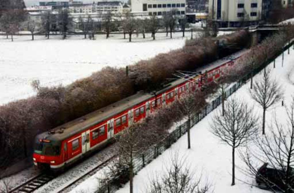 Auf dieser S-Bahn-Strecke mitten durch die Stadt Leinfelden-Echterdingen sollen künftig auch Regional- und Fernverkehrszüge rollen. Foto: factum/Weise