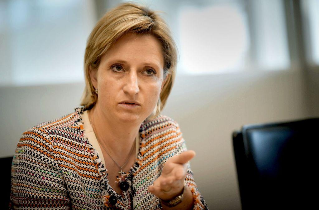 Wirtschaftsministerin Hoffmeister-Kraut begrüßt die neue Regelung, weil dabei auch kleinere Unternehmen berücksichtigt würden. Foto: Lichtgut/Max Kovalenko