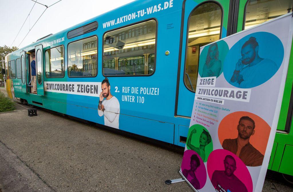 Diese Stadtbahn hat nun eine eindeutige Botschaft. Foto: Lichtgut/Oliver Willikonsky