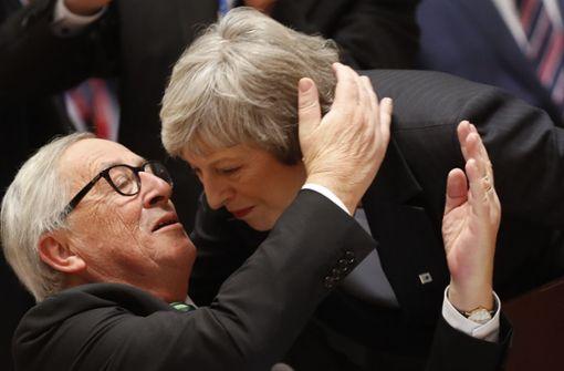 EU steht May bei und wappnet sich für ein Scheitern