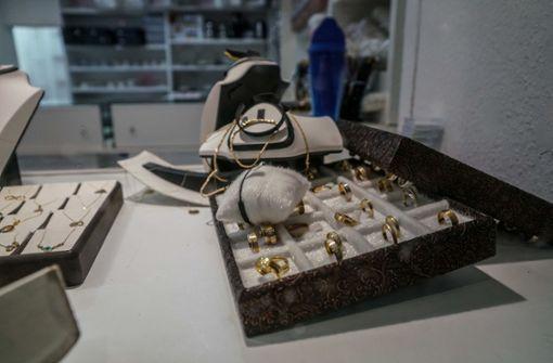 Raubüberfall auf Juwelier – Täter auf der Flucht