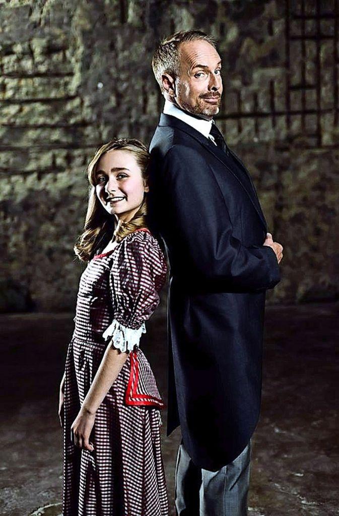 """Kevin Tarte, ein Star seit """"Tanz der Vampire"""", an der Seite des Waisenkinds.    Foto: Staack"""