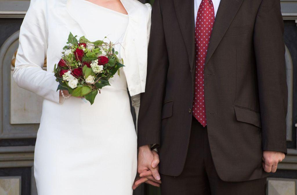 Jetzt läuteten für die beiden Opfer eines Terroranschlags die Hochzeitsglocken. Foto: dpa-Zentralbild