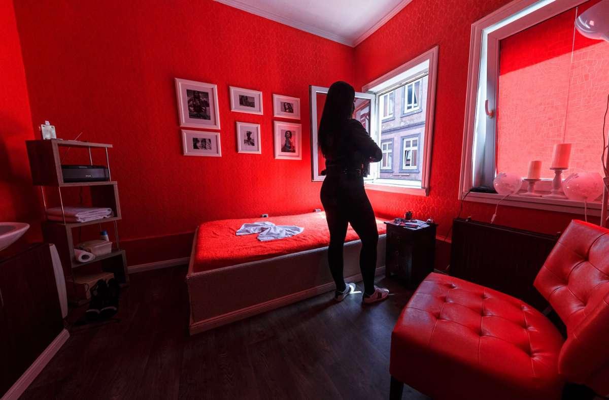 Als Problem erweist sich auch in Stuttgart, dass das Geschäft mit dem Sex jetzt im Verborgenen läuft. Foto: dpa/Markus Scholz