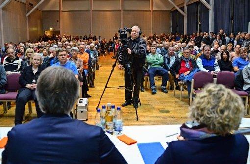 Die Festhalle in Musberg war bei der Bürgerinformation der Stadt überfüllt. Foto: Norbert J. Leven