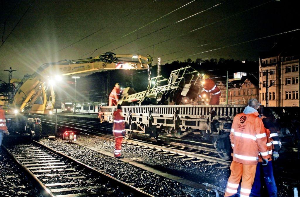 Die Bahn baut Tag und Nacht. Doch der Konkurrent Transdev wirft der DB vor, dass sie ihre Bauarbeiten oft ohne Rücksicht auf Gleisnutzer und Kunden organisiert. Foto: Horst Rudel