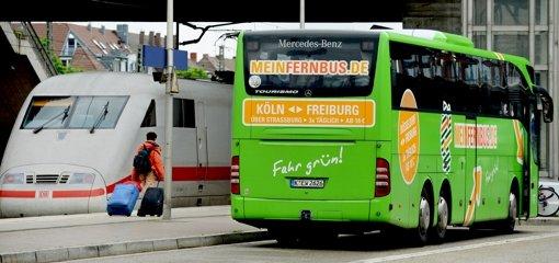 Will Mein Fernbus der Deutschen Bahn auch mit  eigenen Fernzügen Kunden abjagen? Bei dem Busunternehmen hält man sich bedeckt. Foto: dpa