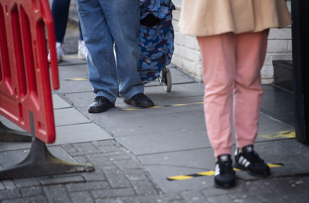 Abstand halten ist derzeit Pflicht für alle Bürger. Foto: dpa/Victoria Jones