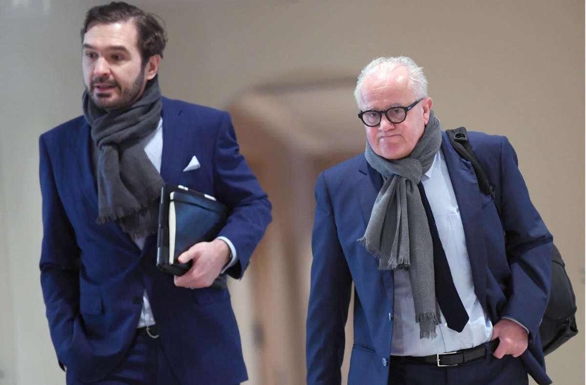 Ein letztes Zusammenraufen: DFB-Präsident Fritz Keller (re.) und Friedrich Curtius. Foto: dpa/Arne Dedert