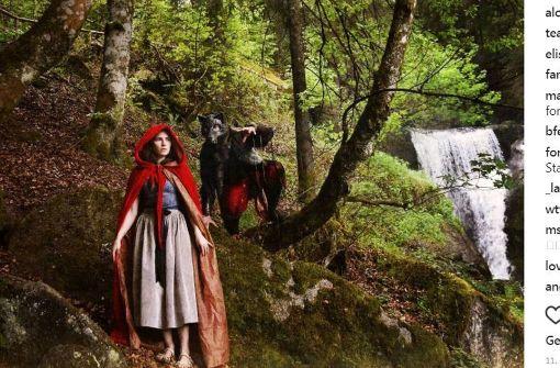Bei Instagram: Amanda Knox als Rotkäppchen im Schwarzwald