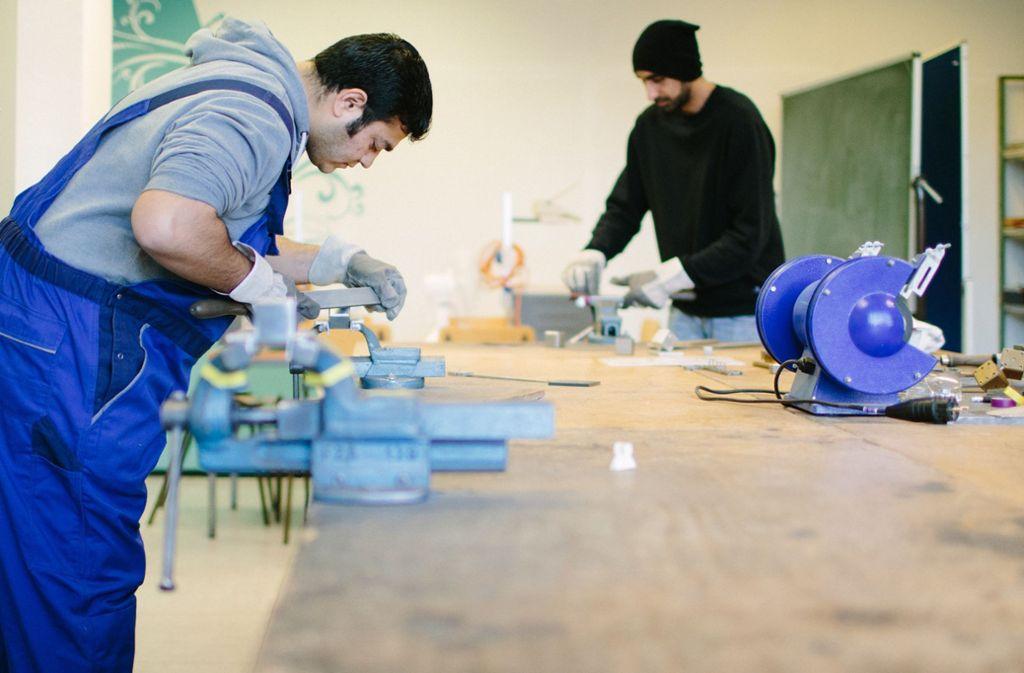 Zur Integration gehört ein Arbeitsplatz – viele Unternehmer bieten diesen an. Foto: dpa/Oliver Killig