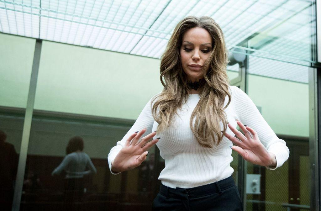 Das Model Gina-Lisa Lohfink im Gerichtssaal des Berliner Kammergerichts. Foto: dpa