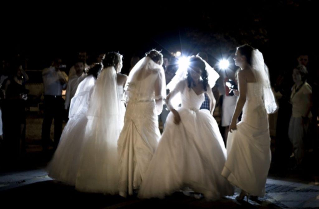 Jetzt aber schnell unter die Haube: Alle wollen noch schnell vor Ramadan heiraten. Foto: AP