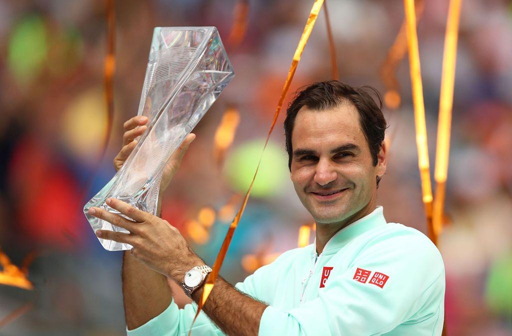 Roger Federer mit Trophäe in Miami: Turniersieg Nummer 101. Foto: Getty