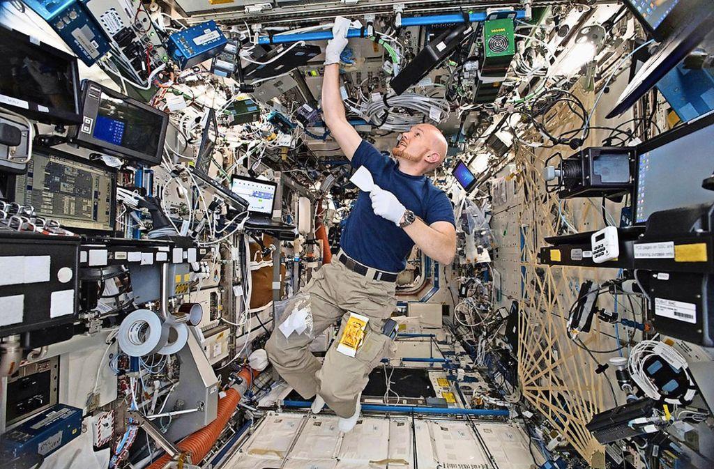 Für  manches junges Mädchen und manchen jungen Mann ein Traum: einmal wie Alexander Gerst als Astronaut ins All fliegen. Foto: dpa