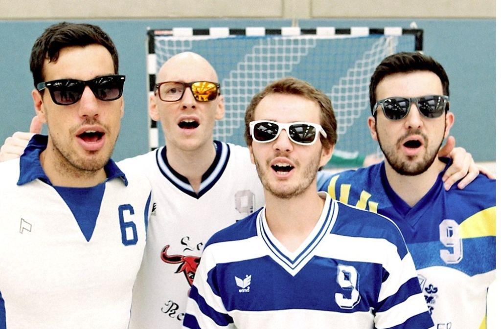 Felix Bosch (2. v. li.) und seiner Handballkollegen vom TV Plochingen II sorgen mit ihrem Song zum Thema Harz für viel Aufsehen. Foto: StN