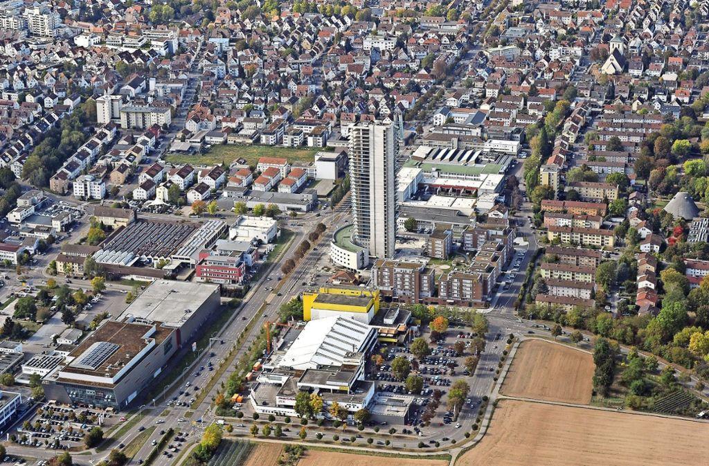 """192 Wohnungen will der neue Investor in seinem """"Schwabenlandtower"""" unterbringen. Doch wo sollen die Mieter parken? Foto: Werner Kuhnle"""