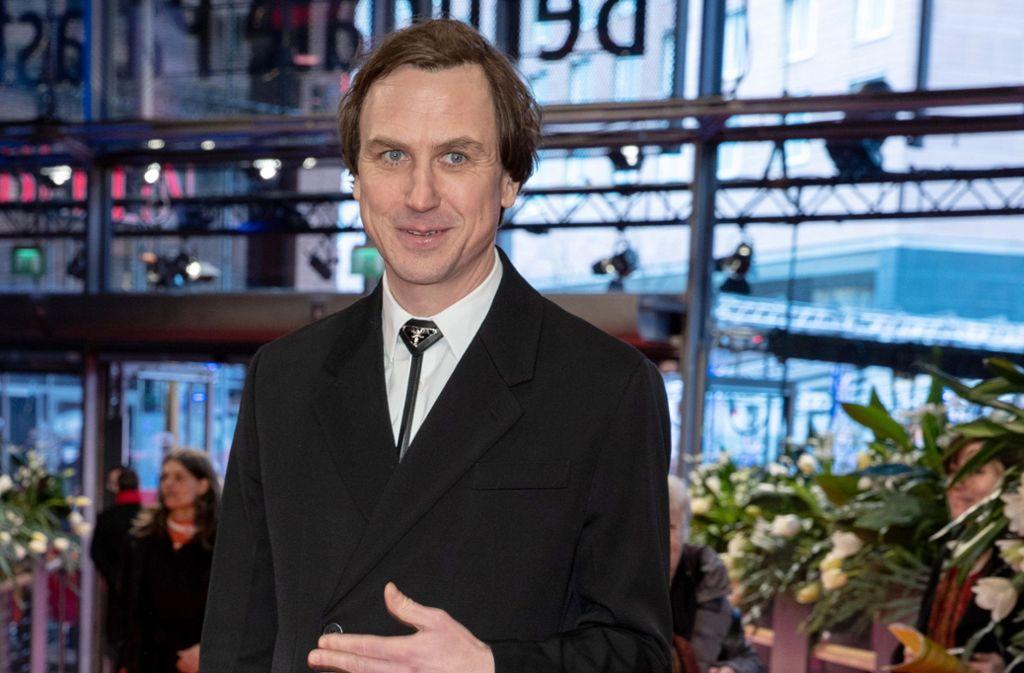 Aparter Kragenschmuck: der an Mode nicht gänzlich uninteressierte Schauspieler Lars Eidinger ist auf der Berlinale gleich in zwei Wettbewerbsfilmen zu bewundern. Foto: dpa/Gerald Matzka