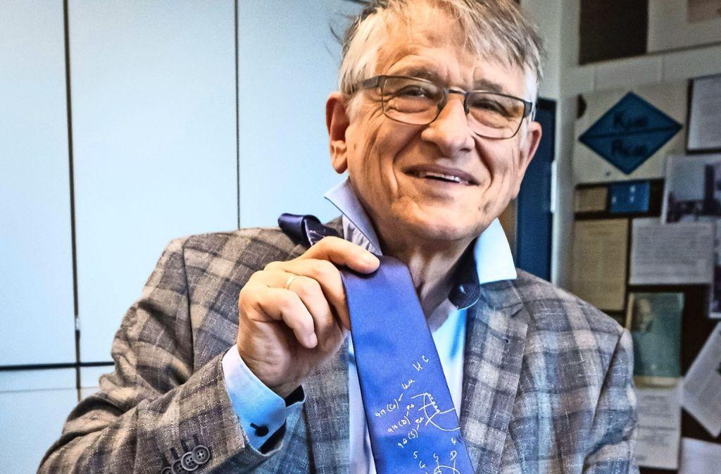 Protokoll der Erkenntnis:  Auf dieser Krawatte stehen  Klaus von Klitzings Formeln. Foto: Lichtgut/Zweygarth