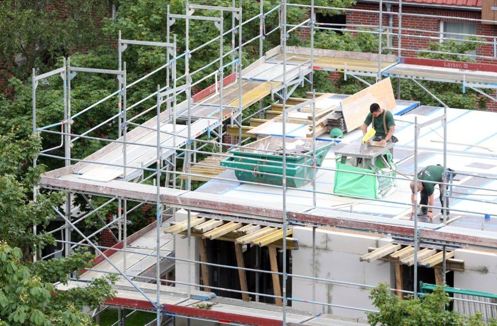 Bauen ist teuer, wohnen auch: die Stadt Ludwigsburg sucht einen Ausweg aus der Preisspirale, trifft dabei aber auf den erbitterten Widerstand der privaten Bauträger. Foto: dpa