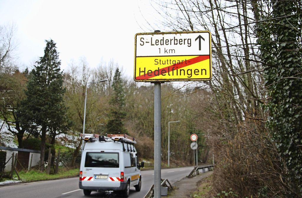 Das Ortsschild soll um wenige Meter versetzt werden. Foto: Mathias Kuhn
