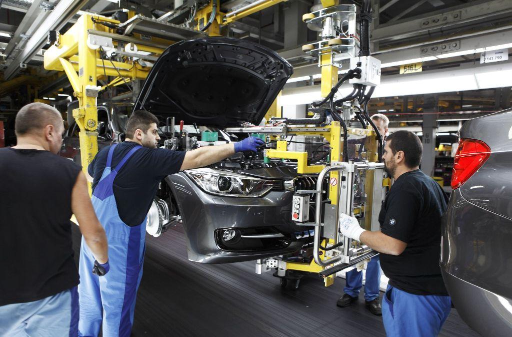 Ohne Zulieferer läuft kein Auto vom Band – hier ein Blick in die Fertigung des 3er BMW im BMW-Werk München. Foto: dpa