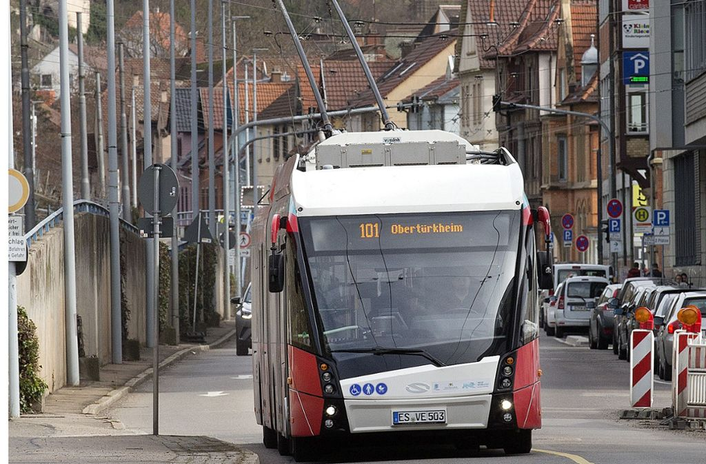 Jeder neue Hybridbus mit Oberleitungsanschluss kostet rund eine Million Euro. Foto: Horst Rudel