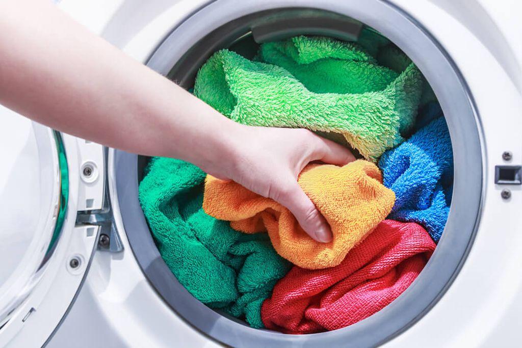 Waschen Sie Ihre Handtücher regelmäßig. Foto: OlegDoroshin / shutterstock.com