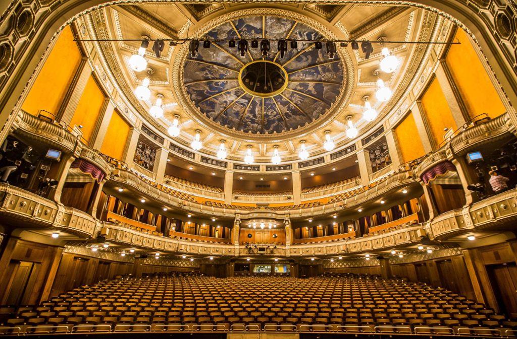 Prachtvoll, aber sanierungsbedürftig: die Stuttgarter Oper. Foto: Thomas Niedermueller