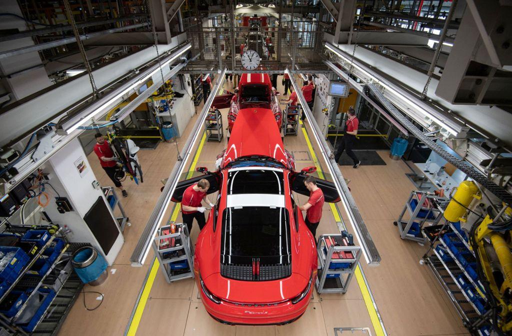 Auch nach Ostern steht die Produktion bei Porsche still. (Archivbild) Foto: dpa/Marijan Murat