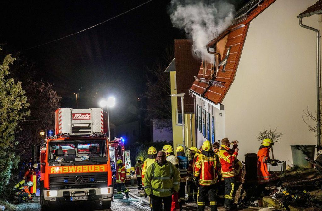 Wohl wegen eines Missgeschicks mit der Kaffeemaschine brannte die Flüchtlingsunterkunft in Burgstetten. Die elf Bewohner konnten gerettet werden. Foto: SDMG