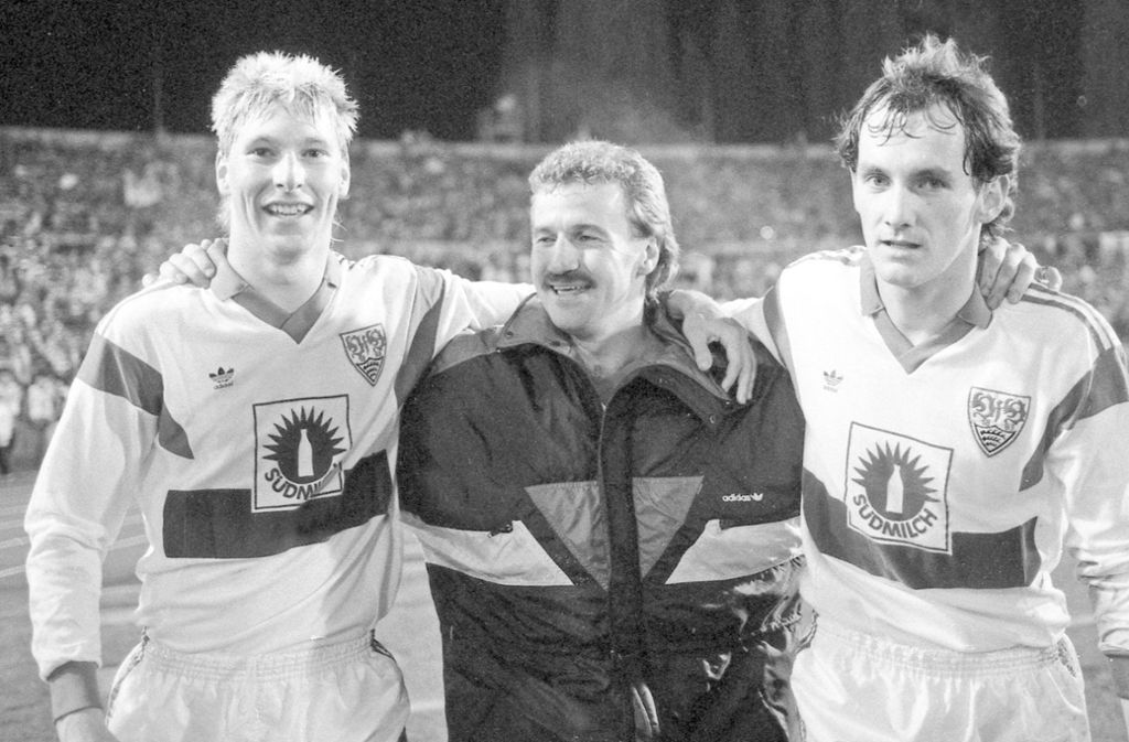 So sehen Sieger aus: Alexander Strehmel (links) sowie  die VfB-Torschützen Fritz Walter (Mitte) und Jürgen Hartmann. Foto: imago//sportfotodienst