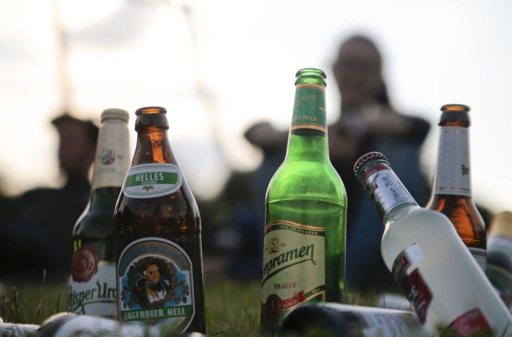 Auf bestimmten Plätzen sollen Städte das Trinken von Alkohol verbieten können. Foto: dpa