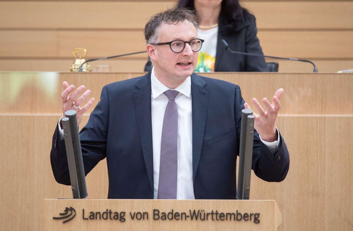 Grünen-Fraktionschef Andreas Schwarz ist gerade von Ministerpräsident Winfried Kretschmann in den Stand eines denkbaren Nachfolgers erhoben worden. Foto: dpa/Marijan Murat