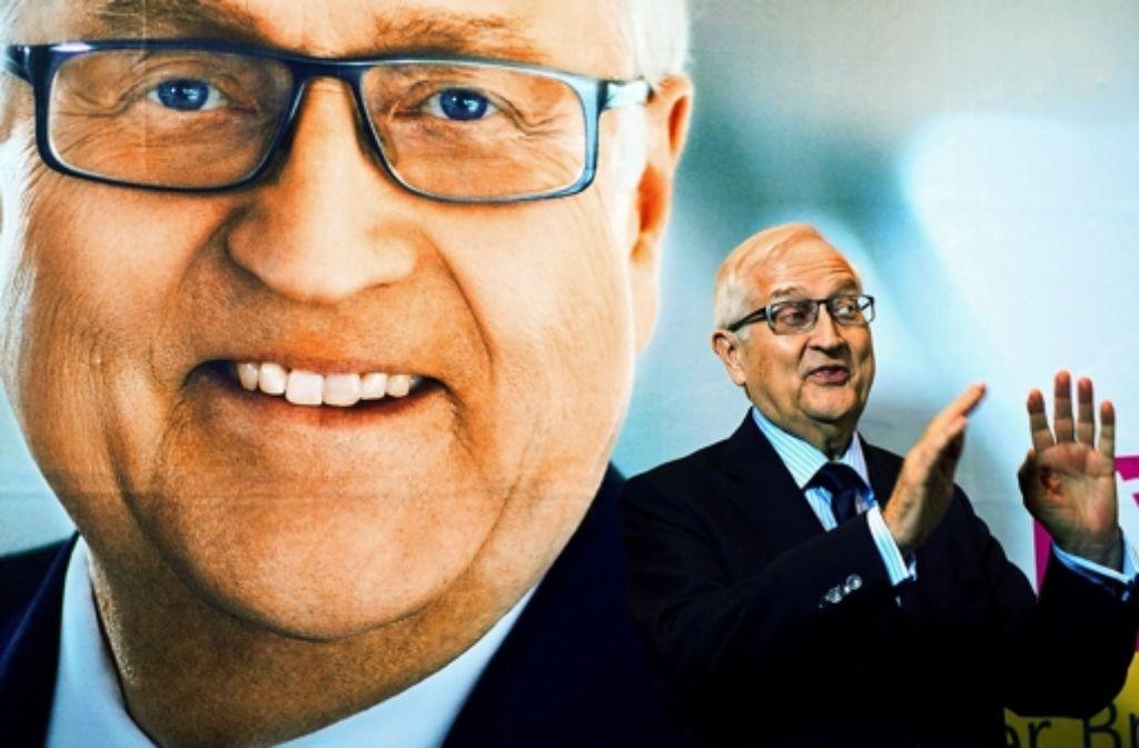 Rainer Brüderle vor seinem Plakat: Der Liberale  ist  überzeugt davon, dass die Union ein marktwirtschaftliches Korrektiv  braucht Foto: dpa