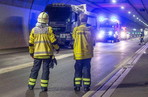 Feuerwehr rückt zu Großeinsatz im Scheibengipfeltunnel aus