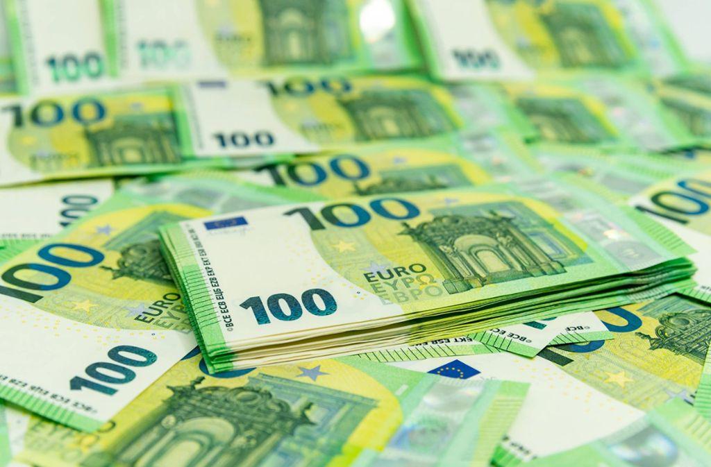 Der Finder gab die 9000 Euro bei der Polizei ab. Foto: imago images/Marius Schwarz