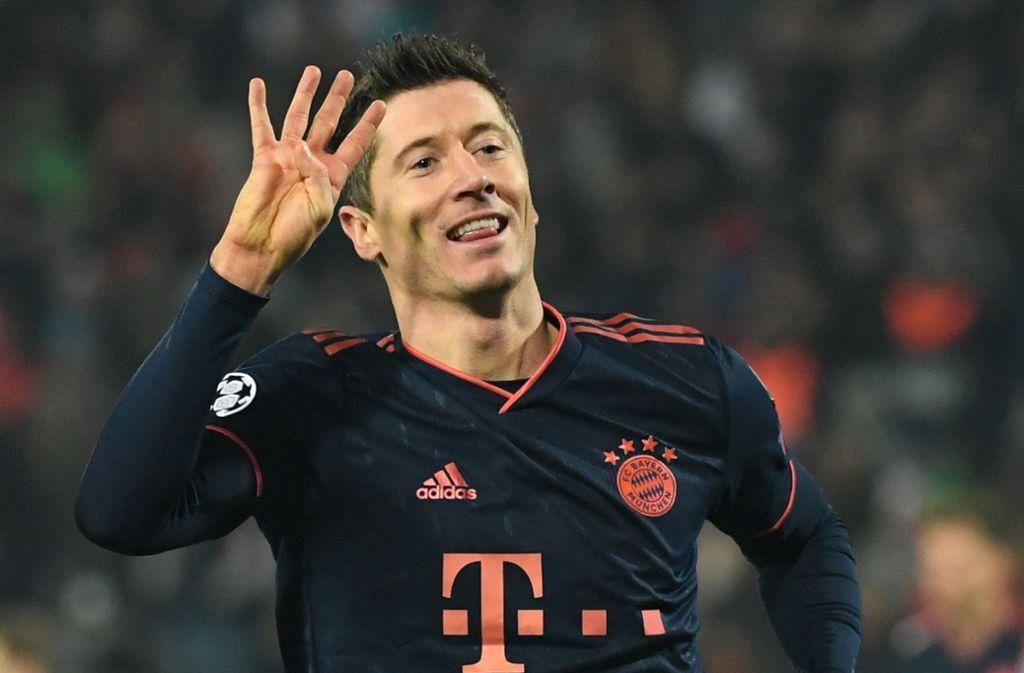 Vier Treffer in 14 Minuten: Auch für Robert Lewandowski eine besondere Marke Foto: dpa/Sven Hoppe