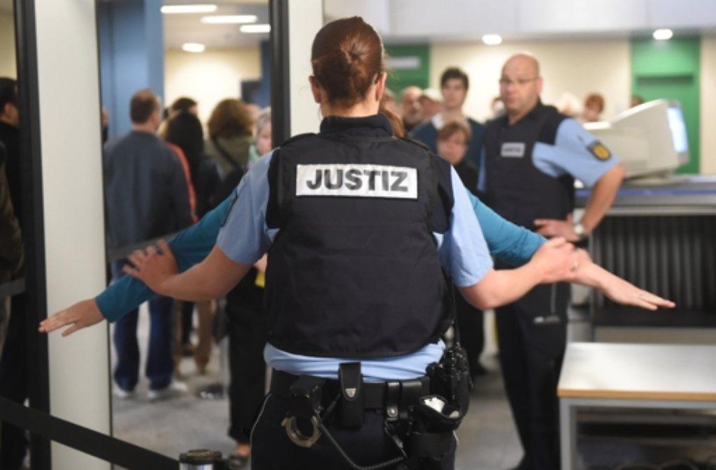 Im Landgericht Mannheim hat am 22. April 2014 der Prozess gegen den mutmaßlichen Mörder einer 20-jährigen Austauschstudentin aus Litauen begonnen. Foto: dpa