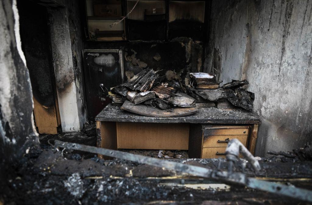 Raub der Flammen: Die Bücherei in Feuerbach nach dem Brandanschlag Foto: Lichtgut/Leif Piechowski