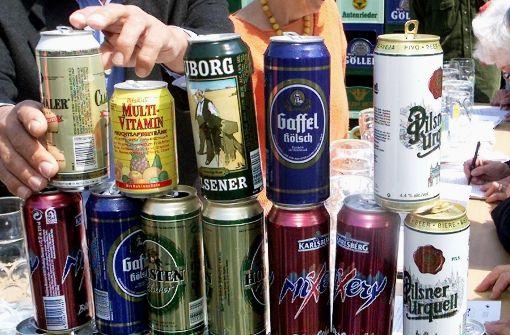 Einbrecher entleert Hunderte Getränkedosen einer Diskothek