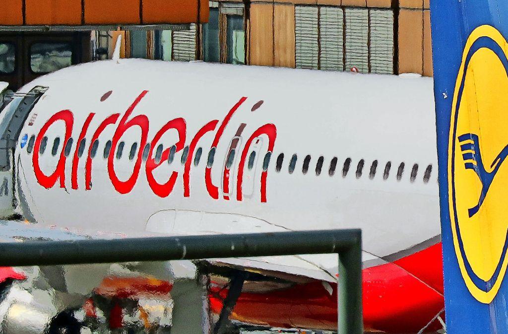 Eine Maschine von Air Berlin ist auf dem Flughafen Berlin-Tegel gelandet. Viele Mitarbeiter der insolventen Gesellschaft werden ihren Arbeitsplatz verlieren. Foto: dpa